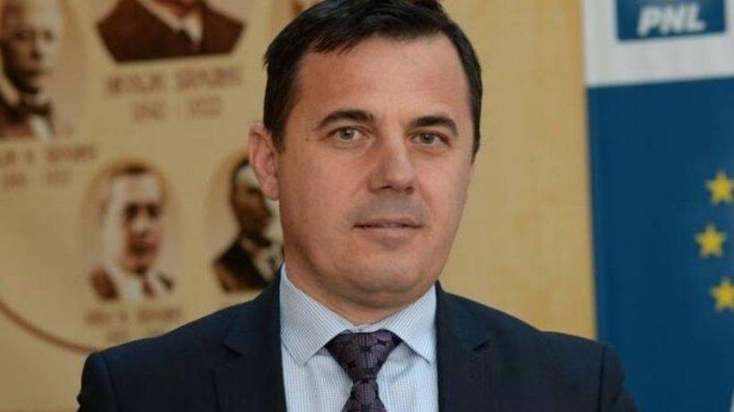 Ministrul Dezvoltării acuză: Am găsit 12 familii în minister