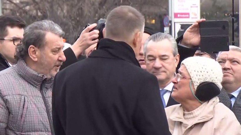 Ce spun revoluționarii care s-au întâlnit cu Klaus Iohannis în Piața Universității