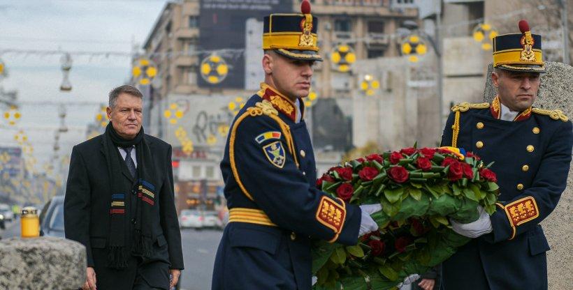 Klaus Iohannis, la kilometrul zero al Revoluției. Președintele, luat la întrebări de revoluționari în Piața Universității