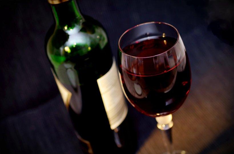 Știi ce pui pe masă de Sărbători? Iată cum verifici calitatea vinului