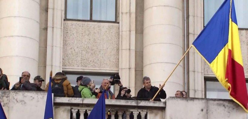 Imaginile Zilei: Coadă la fostul sediu al Comitetului Central al Partidului Comunist Român