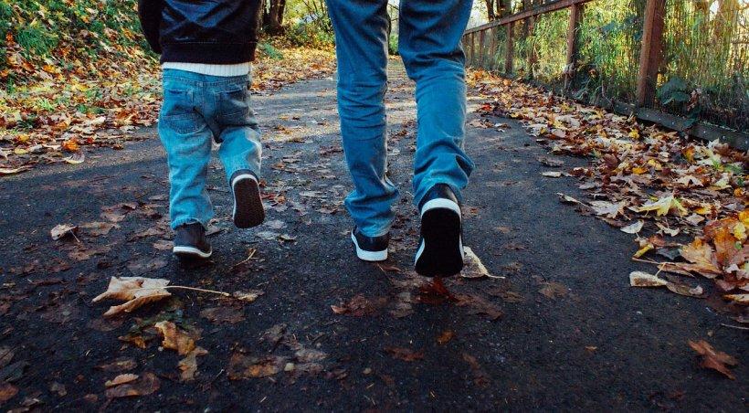 Situație cumplită în Vâlcea. Doi băieți au fost supuși la violuri și perversiuni de neimaginat de fosta concubină a tatălui și noul ei iubit