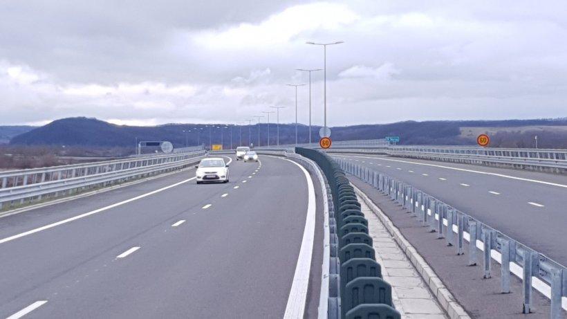 România își pune 21 de km noi de autostradă sub brad. Mașinile se vor grăbi încet pe aici: viteza maximă e de 80 km/oră