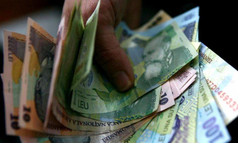 Schimbări cruciale pentru banii românilor. Efectele creșterii salariului minim brut