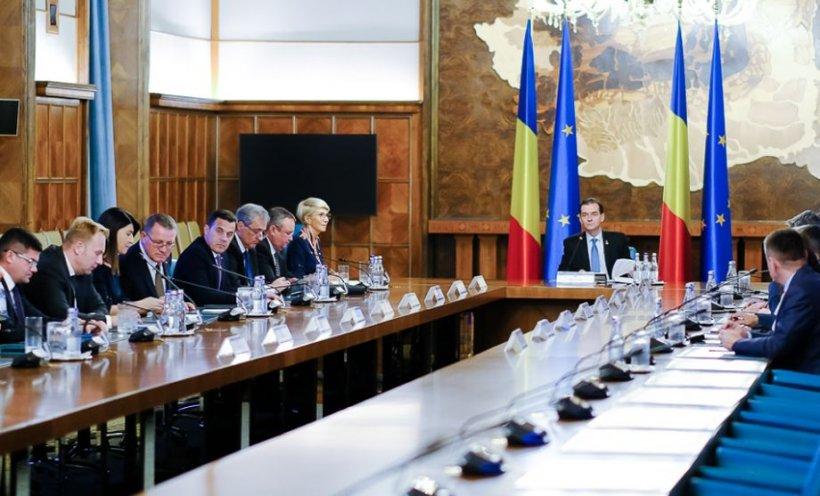 Guvernul se reuneşte în şedinţă, la Palatul Victoria