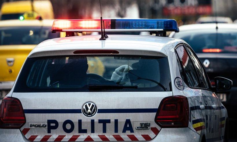 Un bărbat a furat o mașină de Poliție chiar din secție. Gestul incredibil pe care l-a făcut după ce s-a dat drept bodyguardul unei maneliste