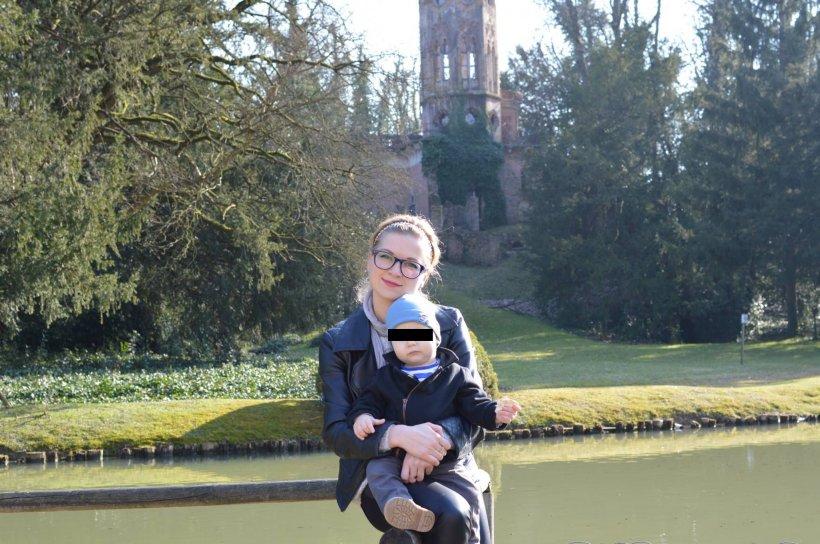 Cine e femeia care și-a pierdut viața împreună cu fiul ei în cumplitul accident din Bacău. Cristina avea 27 de ani și se ducea cu cel mic la biserică