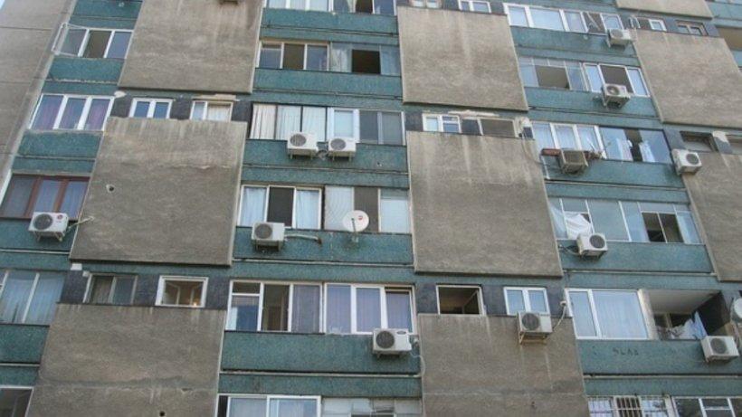 Explozie puternică la un bloc din Târgu Mureș. Zeci de persoane au fost evacuate de urgență. Două victime, transportate de urgență la spital