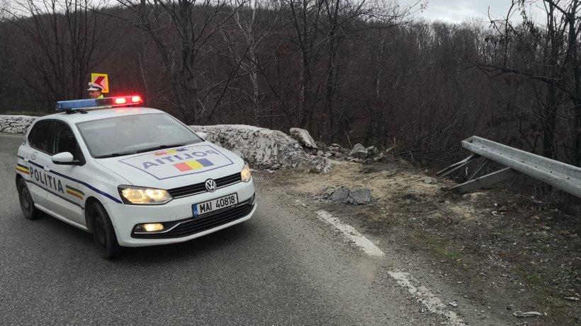 Coincidență bizară în Argeș. O mașină s-a răsturnat într-o râpă aproape de locul unde a avut loc accidentul în care a fost implicat Chițoiu