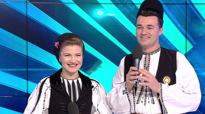 """Echipa """"News Magazine"""" urează La Mulți Ani telespectatorilor. Dumitru și Claudia Stroie, spectacol la Antena 3"""