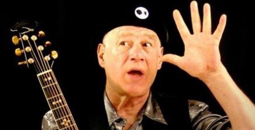 A murit compozitorul şi comediantul britanic Neil Innes