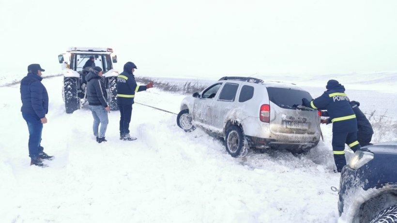 Mesajul polițiștilor pentru șoferii care pleacă la drum pe timp de iarnă. La ce trebuie să fim atenți în mod special!
