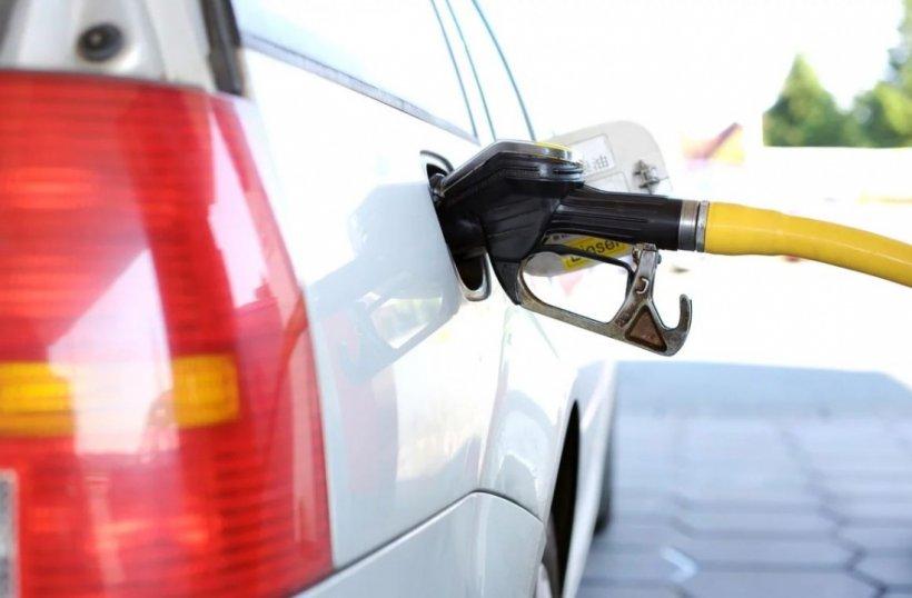 Prețurile carburanților scad din ianuarie 2020. A fost promulgată legea care elimină supra-acciza
