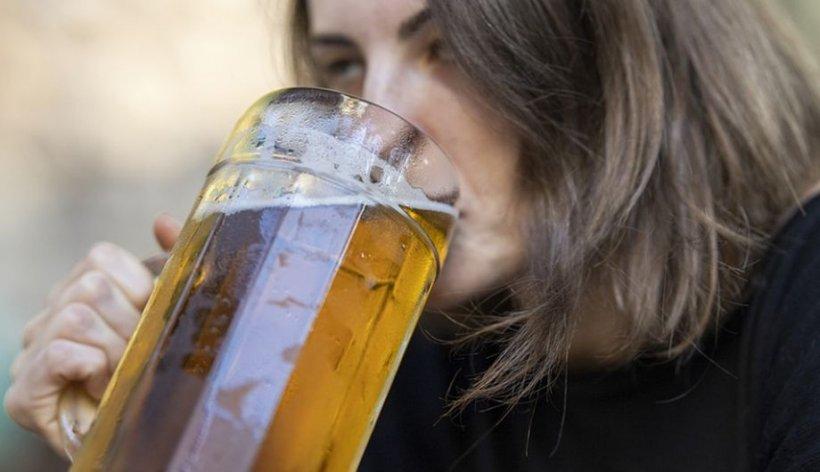 Rodicaavea patima băuturii și zăcea mereu prin casă. Într-o seară soțul ei a trecut peste ea și s-a dus să se culce! Dimineața următoare a avut un șoc