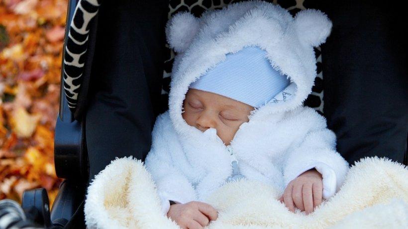 """Un bebeluș lăsat să doarmă la """"aer curat"""", pe balcon, a murit înghețat"""