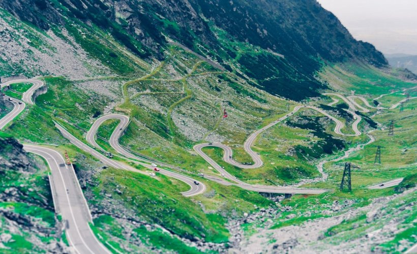 """""""Alpii Transilvaniei"""", pe lista presei internaționale cu cele mai frumoase locuri de vizitat în acest an"""