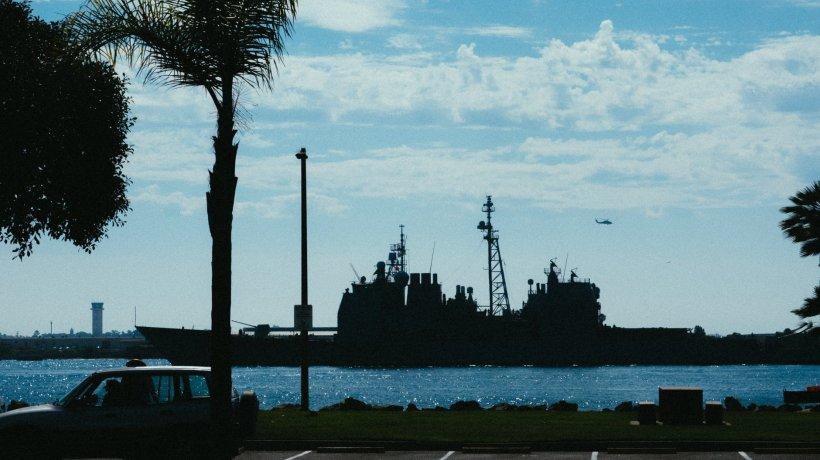 O navă militară americană și una rusească, la un pas de coliziune. Acuzații grave între cele două puteri după incident