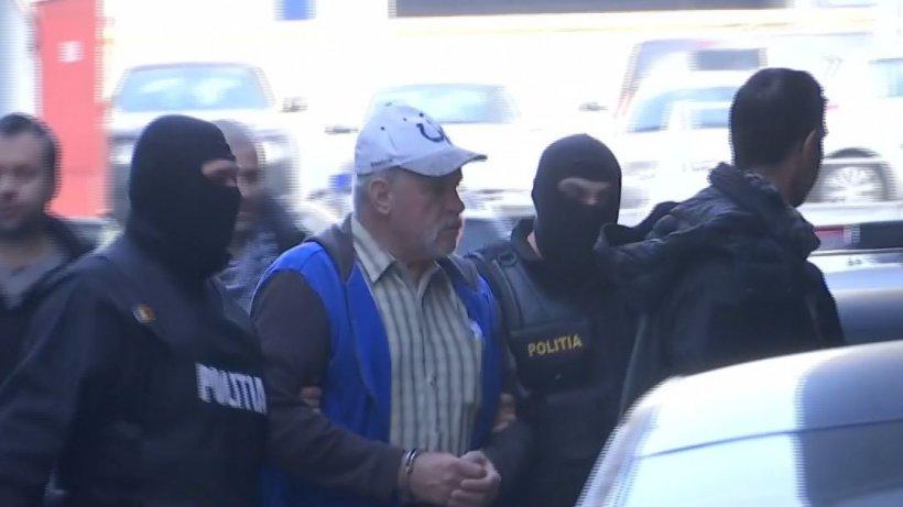 Primele imagini cu Gheorghe Dincă în fața sediului DIICOT. Ce le-a spus jurnaliștilor înainte de a fi dus înapoi în Arestul Central