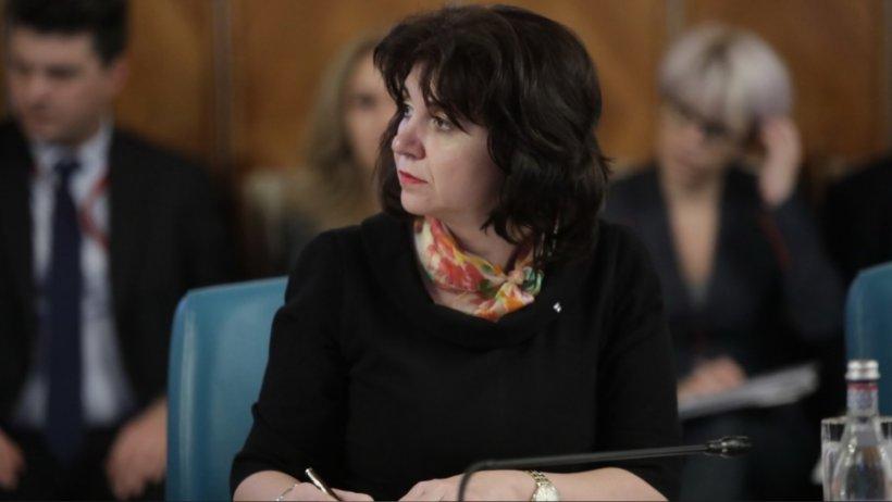 Ministrul Educației, profesoară de română, acuzată că a chinuit limba maternă chiar de ziua Culturii Naționale