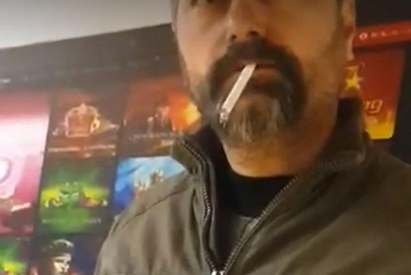 """Bărbat filmat în timp ce fuma la metrou în București. Cum a reacționat după ce i s-a atras atenția! """"Devii violent pentru o țigară? Atât te duce mintea?"""""""