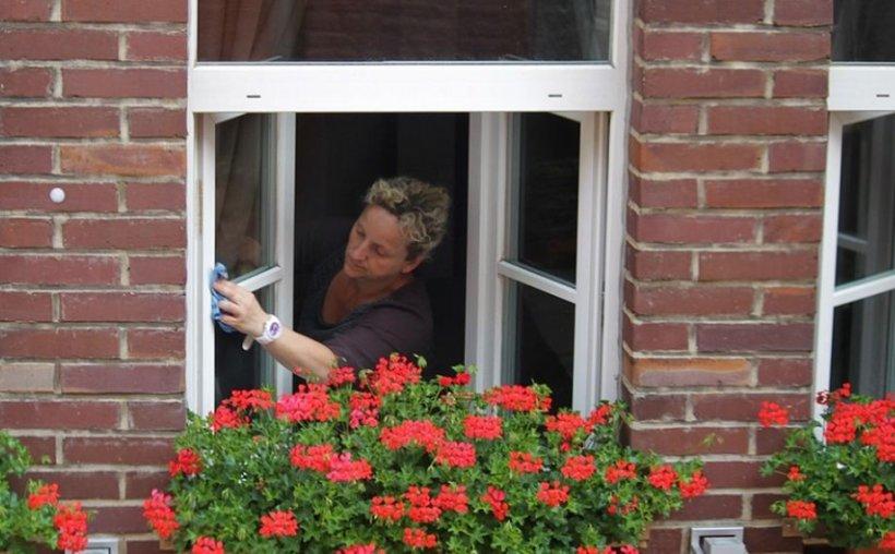 """Specialist feng shui: """"Aruncați vechiturile din casă!"""" Motivul pentru care trebuie să aveți mereu geamurile curate"""