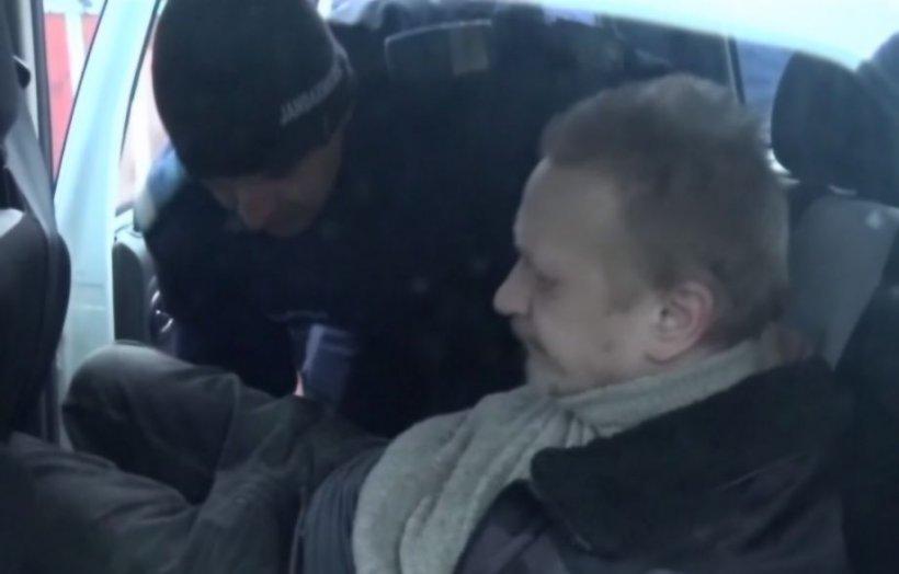 Un profesor din Bistrița condamnat după ce a lovit doi elevi, încătușat când a încercat să intre în școală - VIDEO
