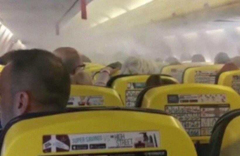 Fum și panică la bordul unui avion Ryanair care a aterizat de urgență pe Aeroportul Otopeni: Lichidul de degivrare ar fi ajuns la motor (VIDEO)
