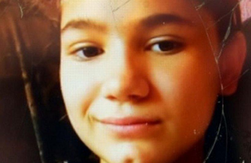 Simona Gina are 12 ani și a dispărut, fără urmă, în timp ce se afla la școală. Familia o caută disperată