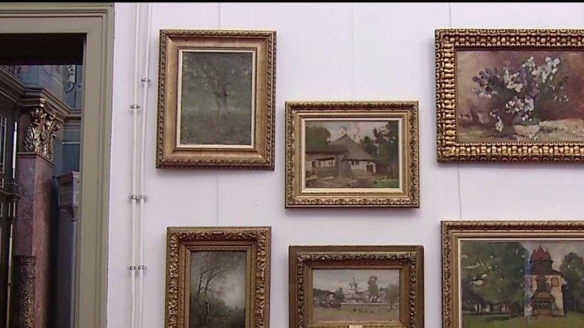 Colecţie impresionantă de tablouri, găsită în casa unei femei care ar fi lucrat pentru familia Ceauşescu - VIDEO