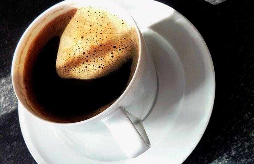Cea mai sănătoasă cafea este cea simplă, neagră. Care este combinaţia absolut interzisă care dăunează ficatului