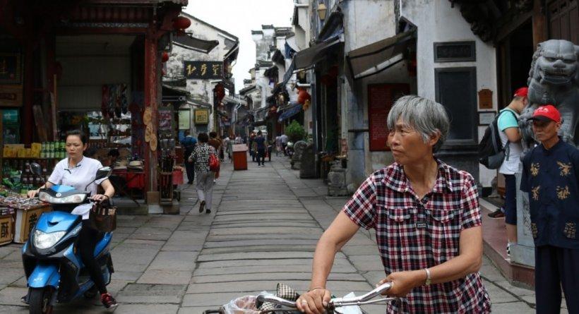 Virusul ucigaşdin China: 26 de morţi, peste 800 de bolnavi şi 14 oraşe închise. Se face un spital nou în şase zile, pentru aceşti bolnavi