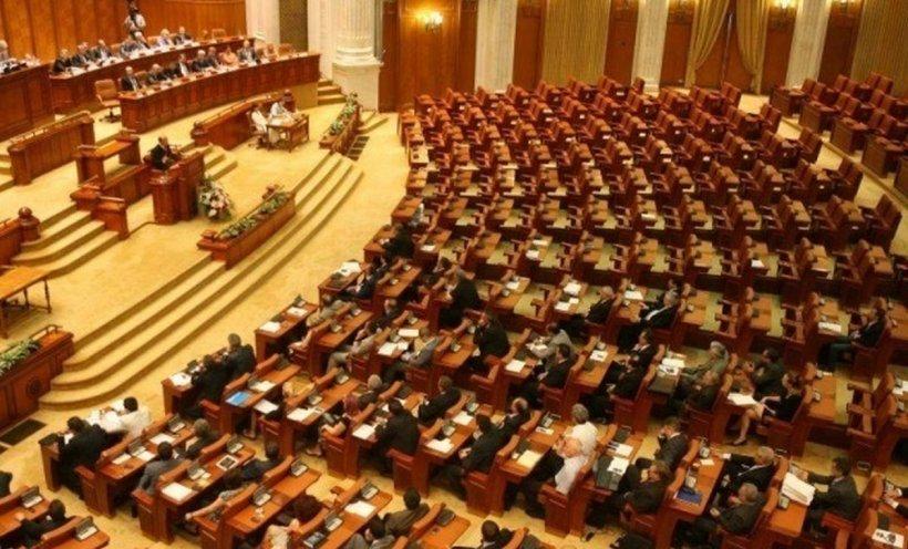 Ultimele ore de negocieri înaintea sesiunii extraordinare. Parlamentarii vor vota legea privind eliminarea pensiilor speciale
