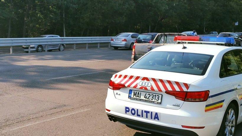 Un tânăr de 21 de ani a sărit dintr-o mașină aflată în mers, după ce fusese sechestrat de șofer. Ce au descoperit polițiștii chemați în ajutor!