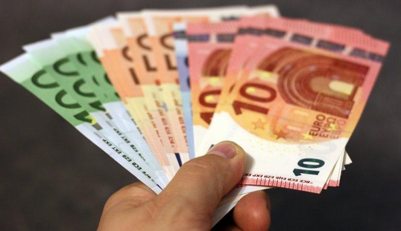 CURS VALUTAR 31 ianuarie 2020. Euro scade spre 4,77 lei