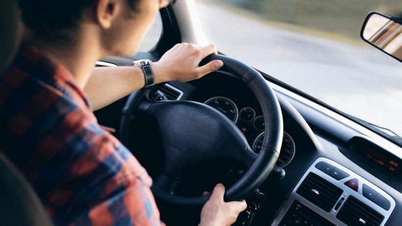 """Avertismentul CNAIR pentru șoferi: """"Evitați deplasările în zonele aflate sub cod roșu de vreme rea!"""""""