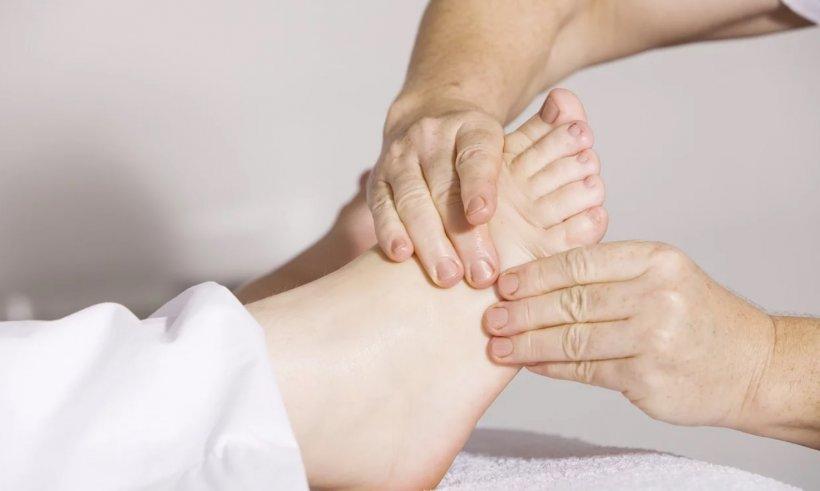 Detaliul care îți poate salva viața! Ce se întâmplă cu picioarele înainte de un infarct!
