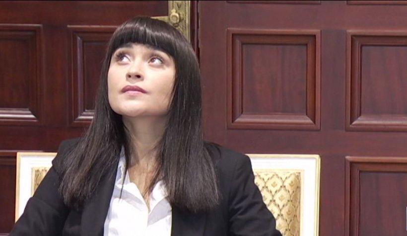 """Cântăreaţa Irina Rimes, ambasadorul Zilei Brâncuși: """"Am vizitat unele dintre lucrările domnului sculptor. Eu sunt mai main-stream aşa"""""""