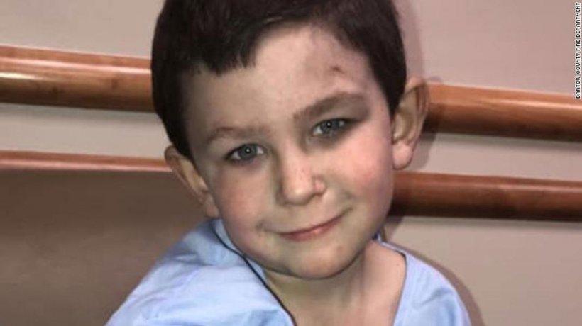 El este Noah, băiețelul de 5 ani care și-a salvat întreaga familie dintr-un incendiu. Și-a scos sora mai mică pe fereastră, în timp ce casa ardea
