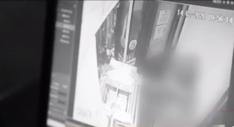 Primele imagini cu atacul armat de la casa de amanet din Capitală