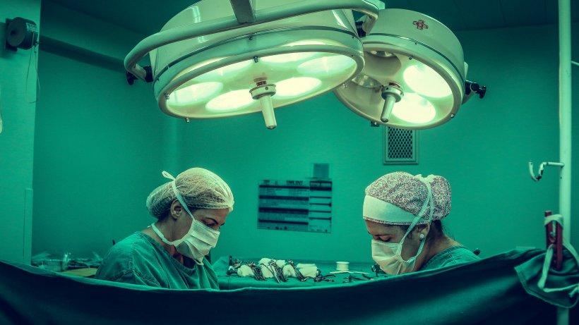"""Vindecări miraculoase în terapie intensivă. Doctor Radu Țincu: """"Omul a căzut în capcanăcrezând că poate să îl depășească pe Dumnezeu!"""""""