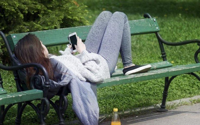 Bunicii și părinții tăi au trăit fără Facebook și Tinder și tot au avut întâlniri mai mișto
