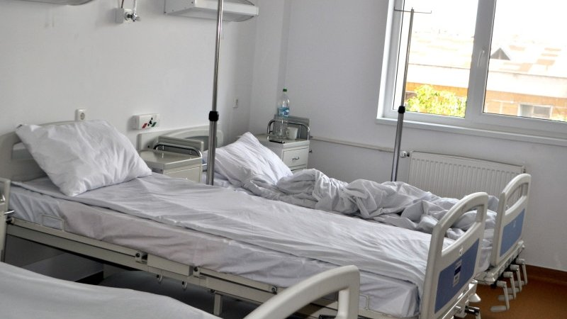 Tânăra care s-a aruncat de la balconul maternităţii din Iaşi şi-a găsit mama moartă în casă când avea 18 ani