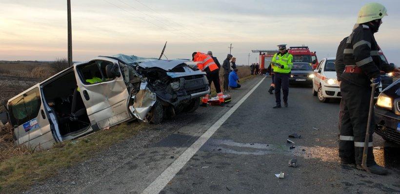 Accident cu opt victime pe DN19. Un microbuz și un autoturism s-au ciocnit