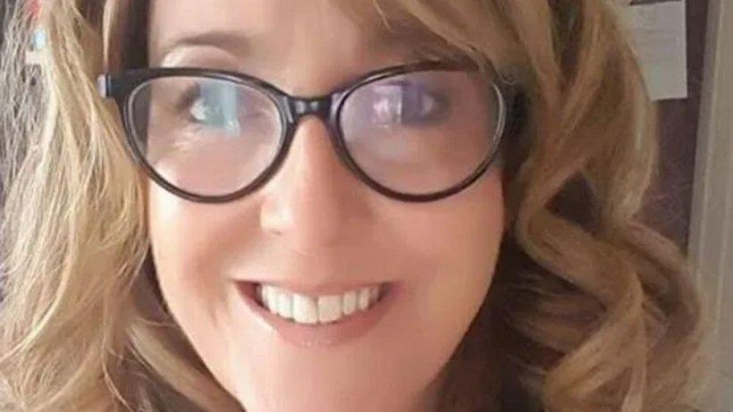 Directoarea de școală păstra în telefon fotografii indecente a unei adolescente de 16 ani. Adevărul a ieșit la iveală când mama fetei a făcut descoperirea din întâmplare