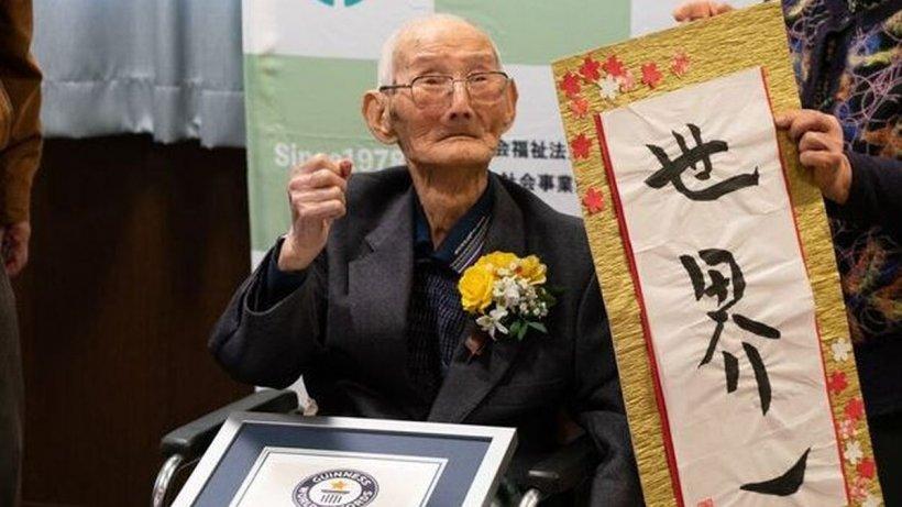 A murit cel mai bătrân bărbat din lume, la 112 ani