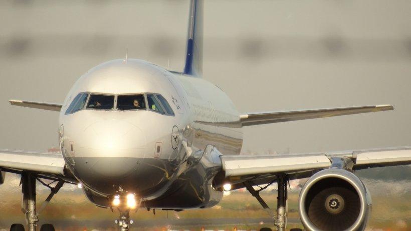 Stewardesele care au fost în avion cu italianul confirmat cu coronavirus, în carantină