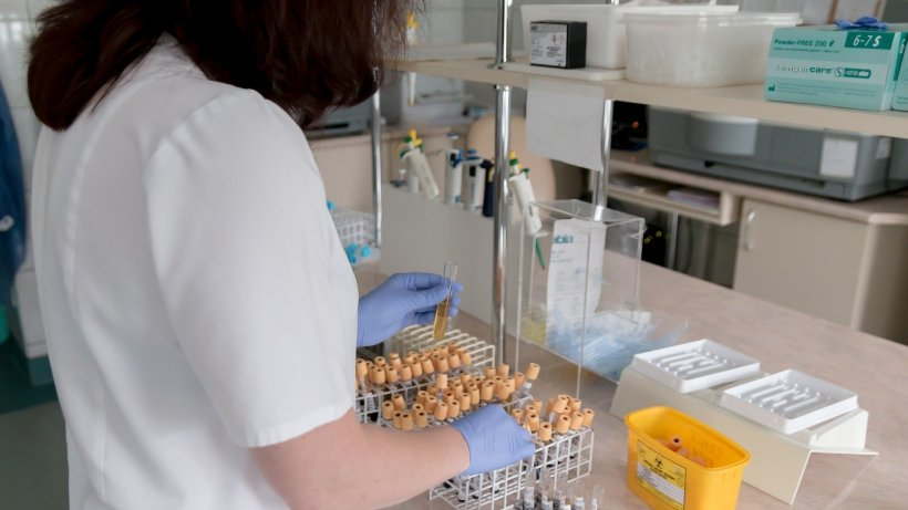 Dana, asistenta româncă din Italia, care lucrează în ture epuizante în epicentrul focarului de coronavirus. Nu a mai ajuns acasă de o săptămână