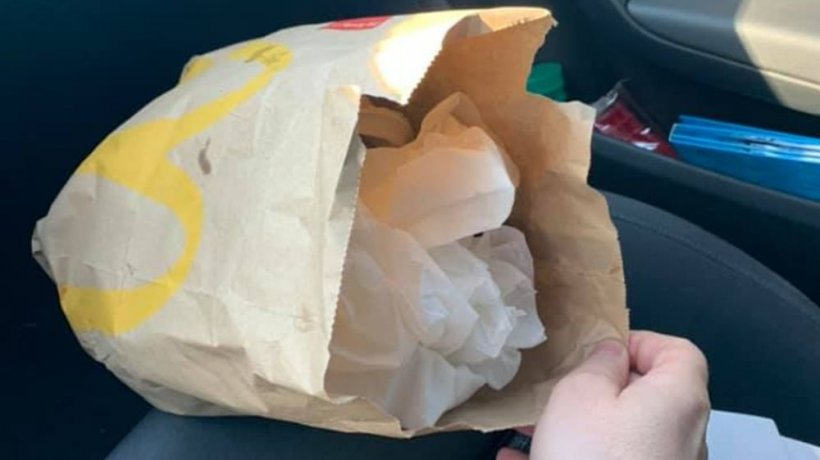 """Ionuț se afla în trafic când a văzut un șofer de TIR că aruncă gunoiul pe jos. I-a atras atenția, dar în zadar. Ce a urmat este incredibil: """"Foarte bine ai făcut!"""""""
