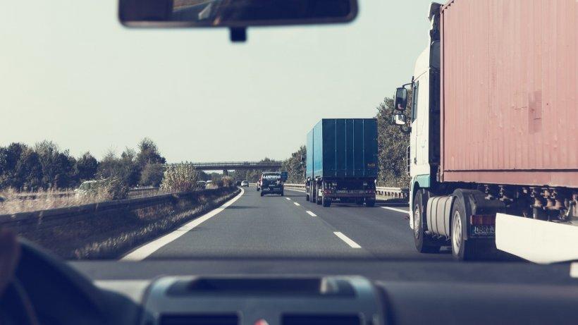 """O româncă a oprit un echipaj de poliție pe o autostradă din Italia: """" Ajutor! Cineva i-a tăiat gâtul soţului meu"""""""