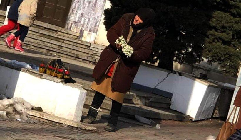 Bătrână amendată la Botoșani pentru că vindea ghiocei pe stradă: 'Niciodată nu a stat cu mâna întinsă'